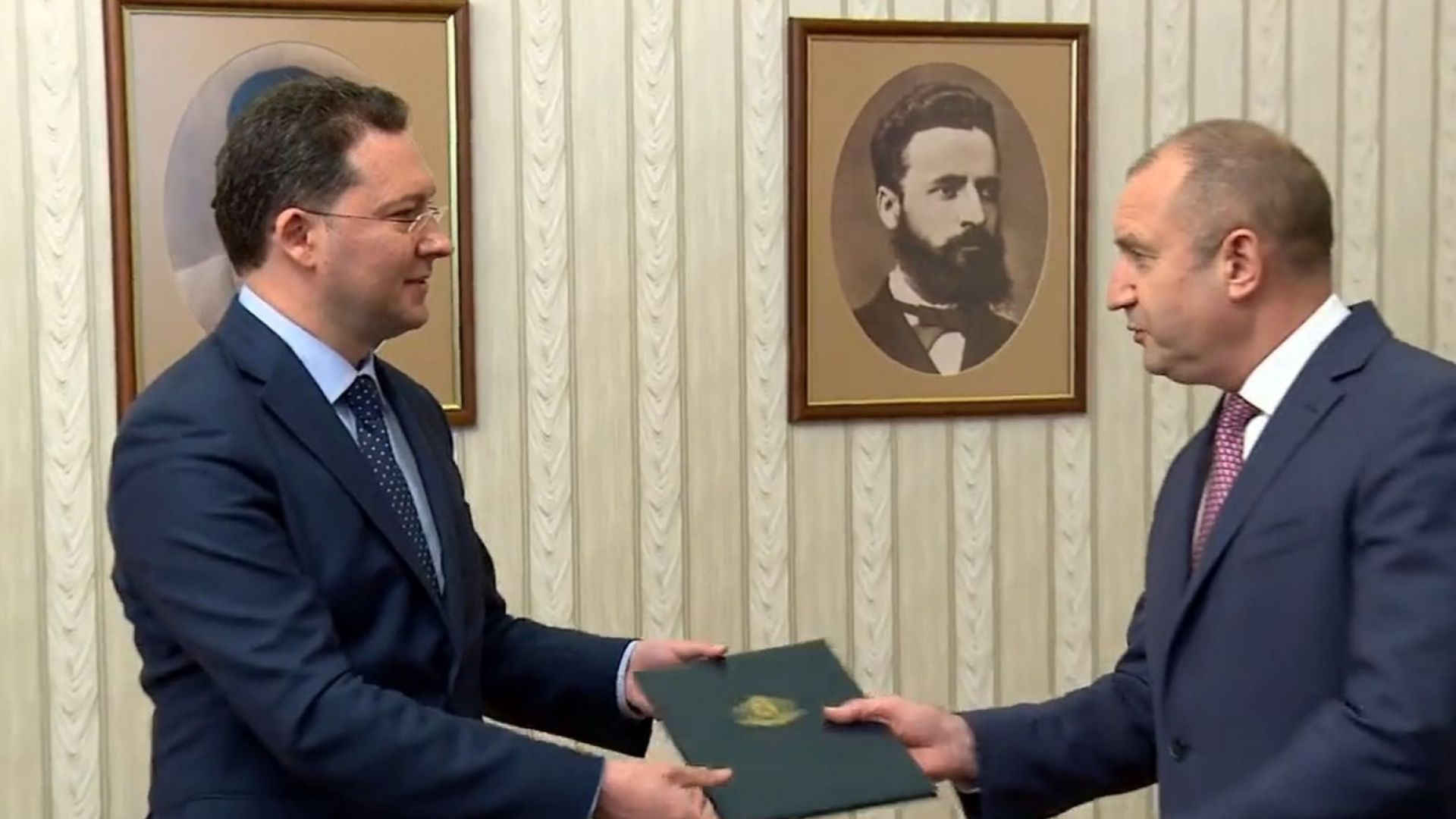 Даниел Митов върна мандата