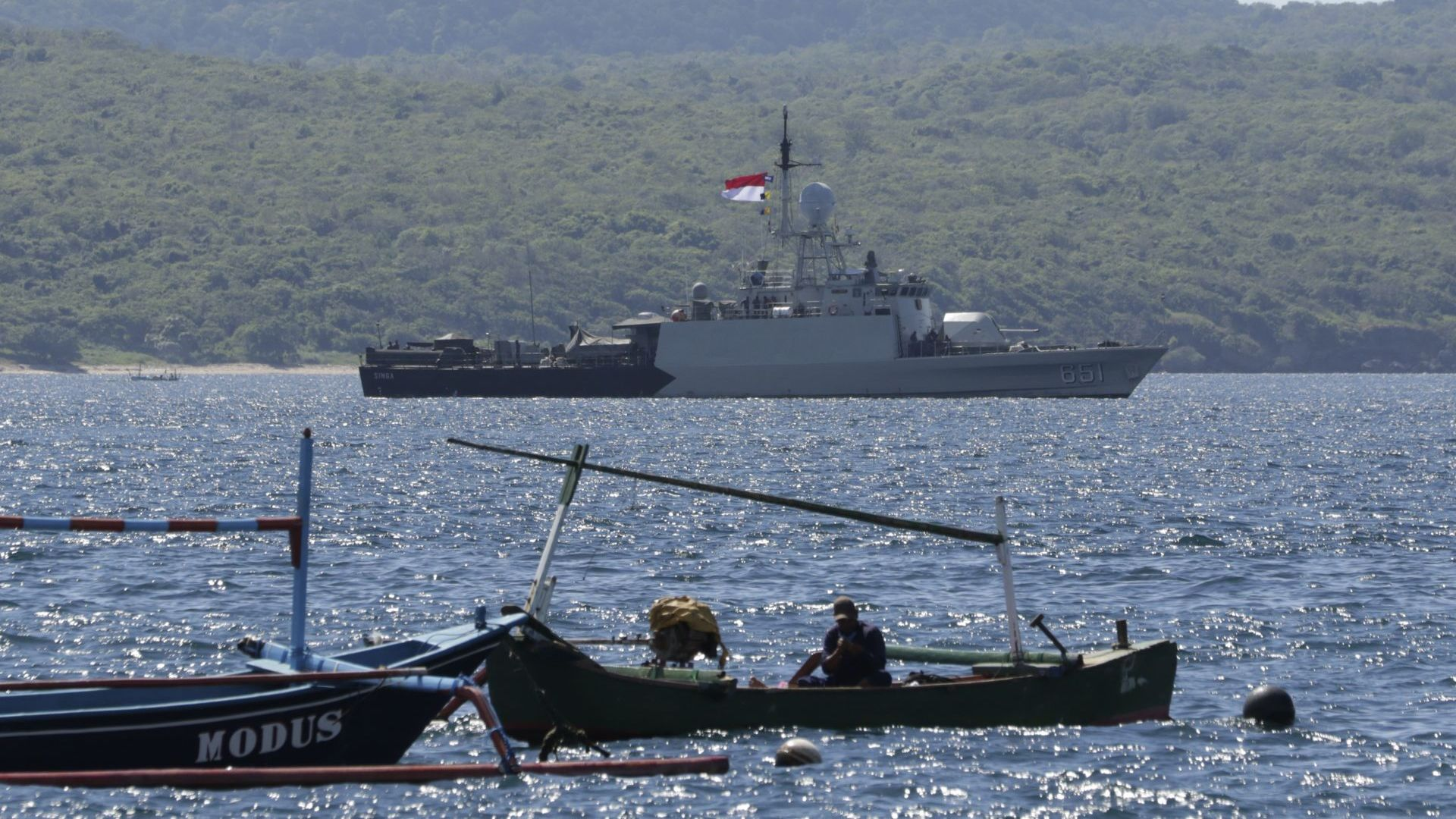 Откриха отломки от индонезийската подводница, екипажът вероятно не е оцелял