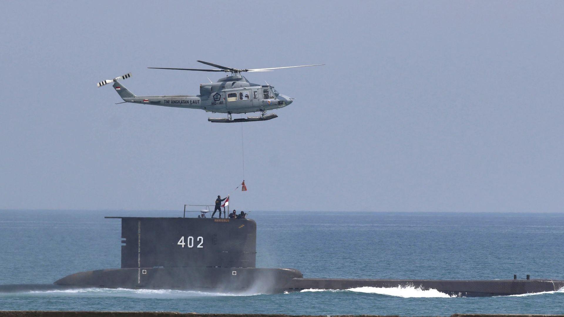 Комуникацията с подводницата е загубена на около 96 километра северно от Бали