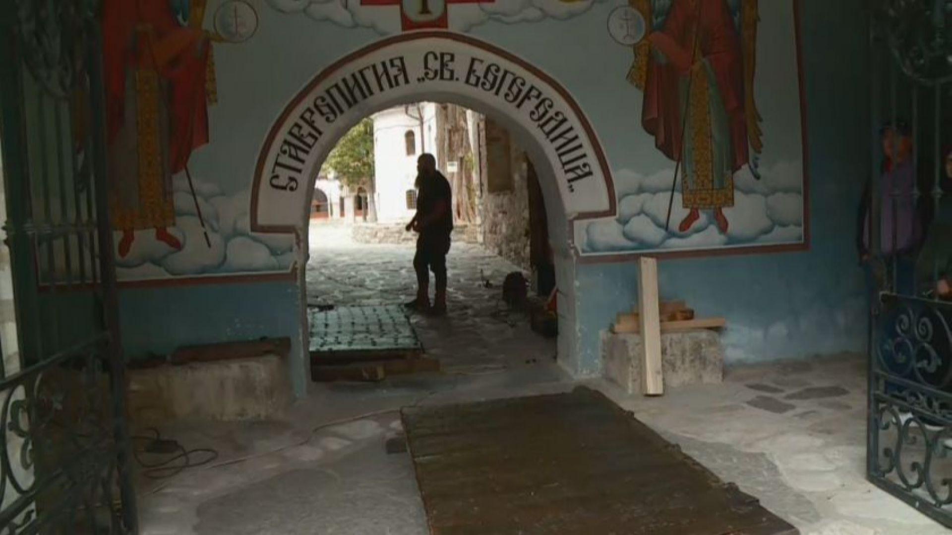 Възстановиха 400-годишната оригинална порта на Бачковския манастир