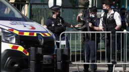 Тунизиец уби с нож полицайка в участък край Париж и беше разстрелян