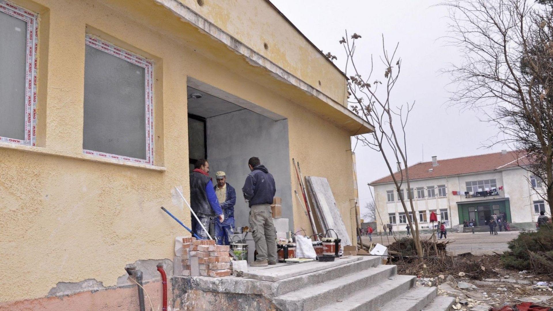 Петима сирийци са задържани за побой в центъра за мигранти в Харманли