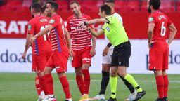 Съдия сътвори странна ситуация в Испания и трябваше да вика играчите обратно на терена