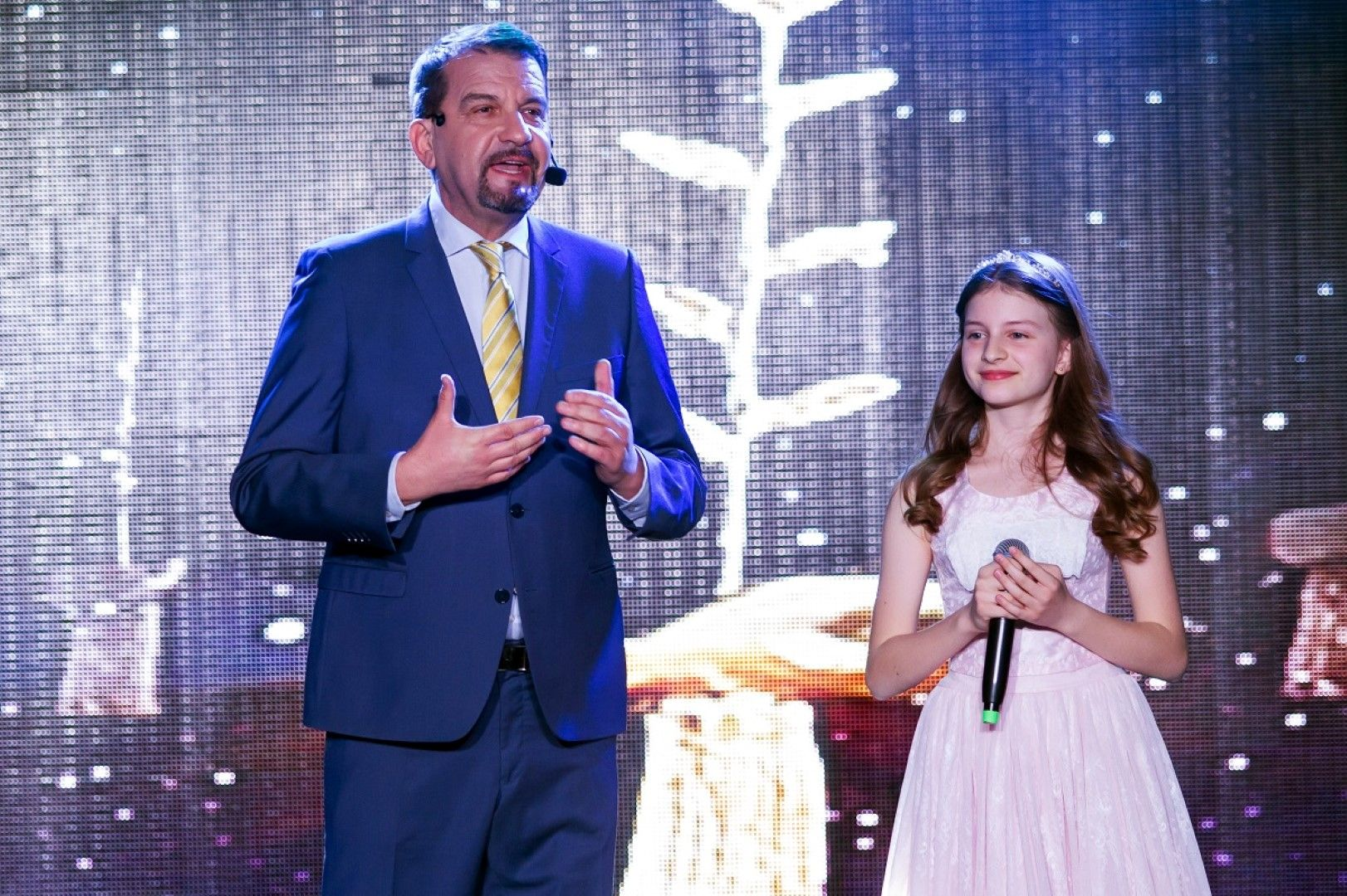 Водещият Ники Кънчев и 12-годишното откритие София Иванова