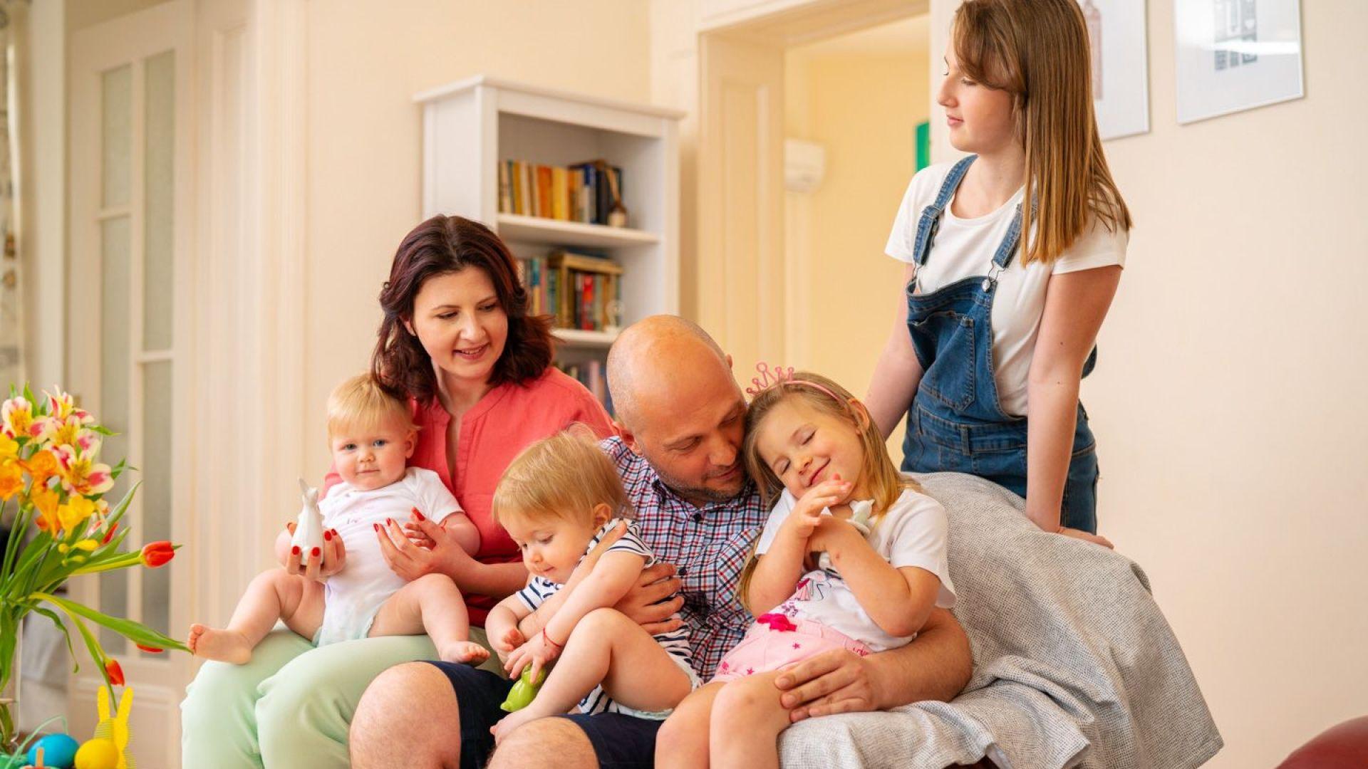 Мама, татко и ние – Александра, Йоана, Тео и Леа