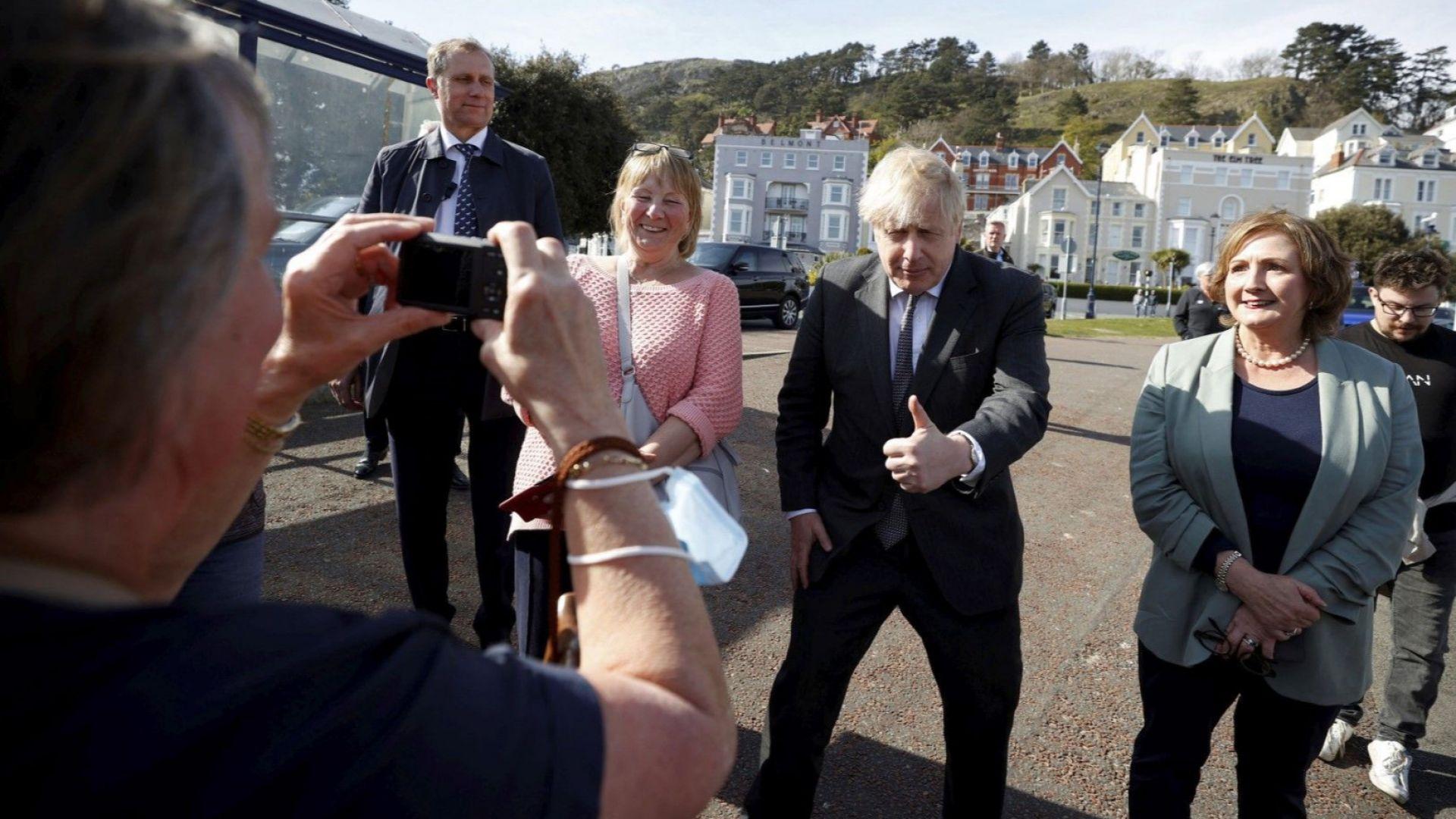 Борис Джонсън отрече да е казвал, че предпочитал да се трупат трупове