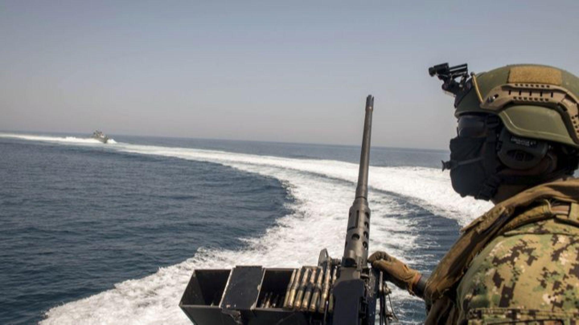 Ирански военни кораби обградили американски в Персийския залив