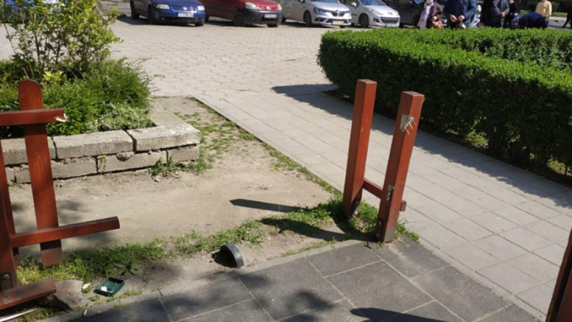 Вандали рушат детски площадки в центъра на Пловдив