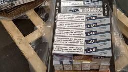Откриха контрабандни цигари в куриерска пратка с кутии за пица (снимки)