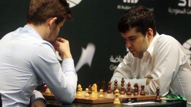 Неудобен руснак стигна до мач с Карлсен за световната титла след 410-дневен турнир