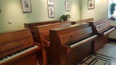 """Благотворителната кампания в Русе """"Талант без граници"""" купи 9 пиана"""