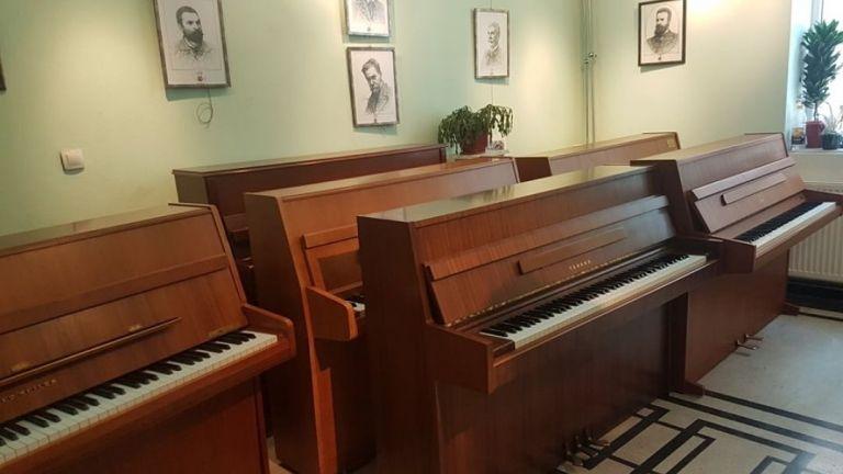 Със закупуването на 9 пиана приключи благотворителната кампания