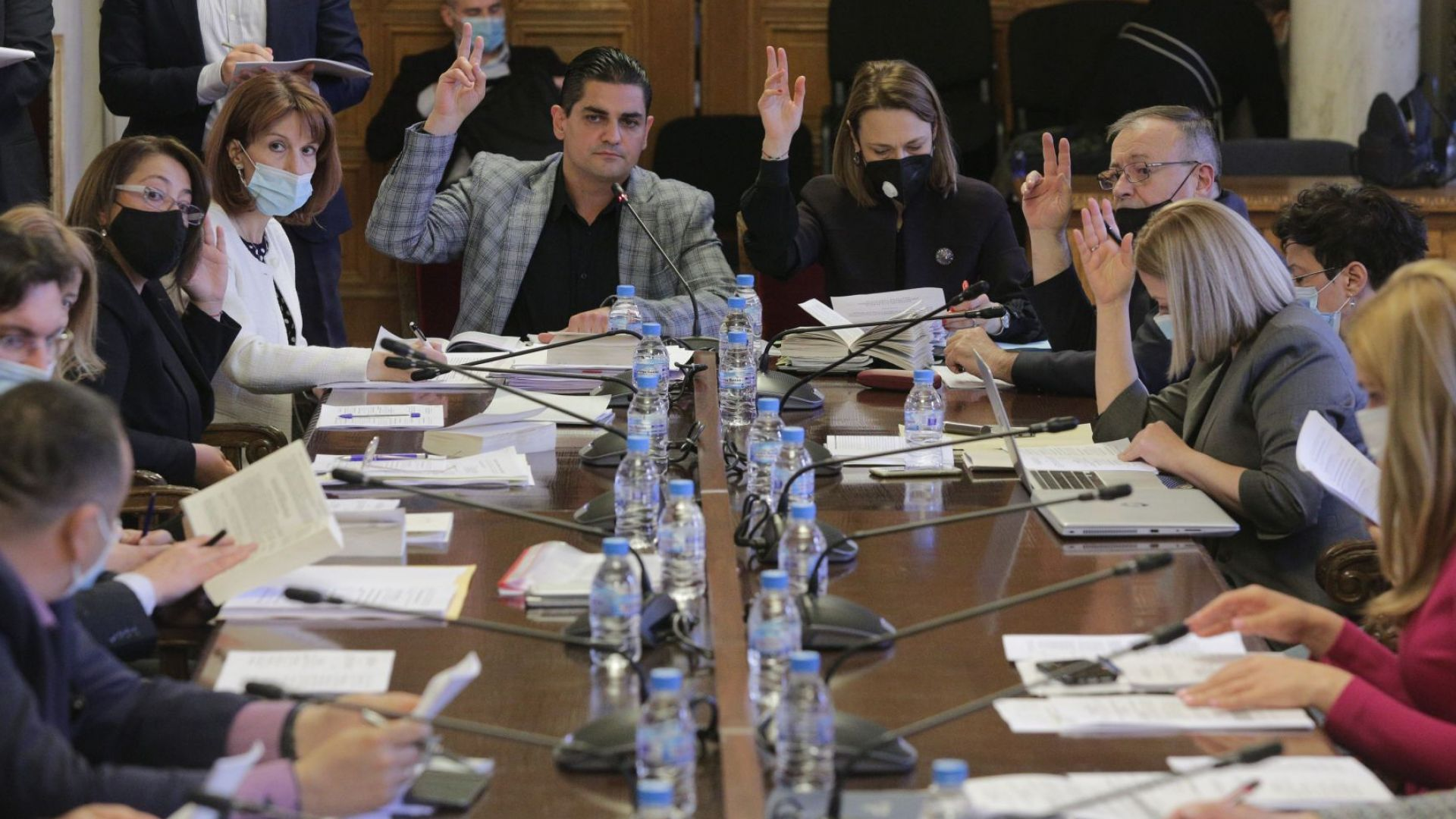 Правната комисия реши: Следващите избори да бъдат организирани от нова ЦИК