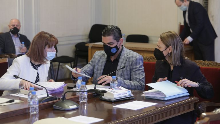 Правната комисия на НС прие на първо четене законопроектите за