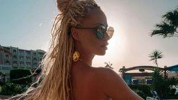 Алекс Енева – горещ сексапил по бански под жаркото египетско слънце