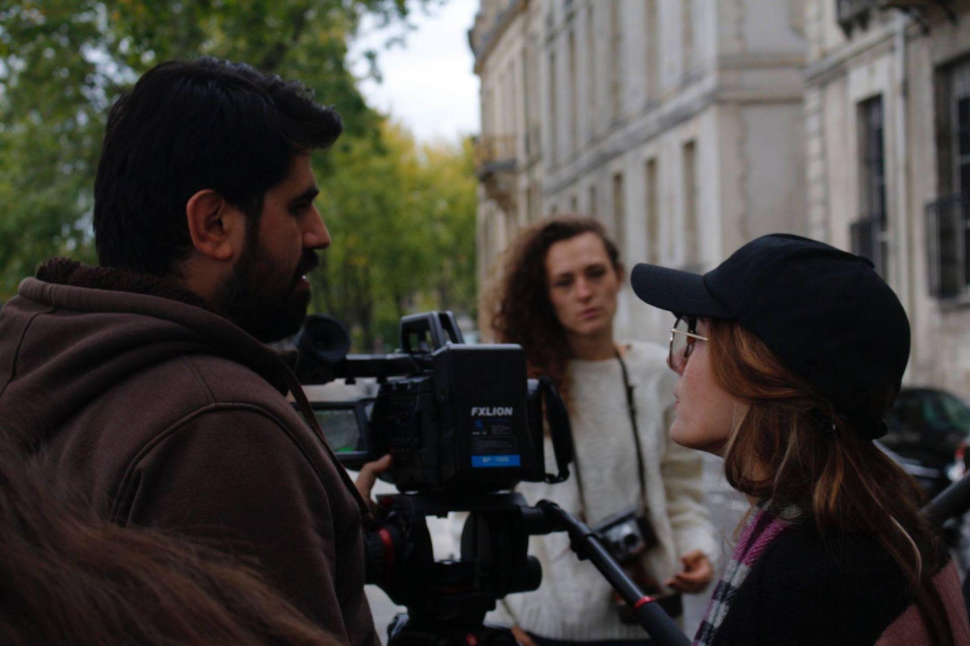 """По време на снимките на """"Цветята на алжиреца"""" - Росица Траянова (вдясно)"""