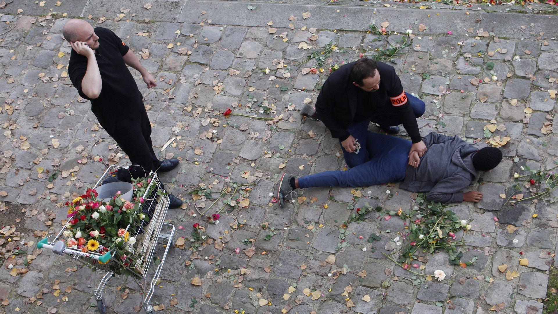 """Кадър от филма на Росица Траянова - """"Цветята на алжиреца"""""""