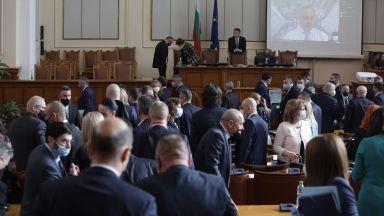 """""""Празен чек, саботаж, преврат"""": Народното събрание се завърна с пълна сила"""