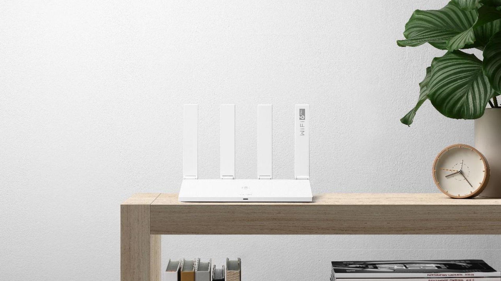 Wi-Fi 6 Plus рутера HUAWEI WiFi AX3 със специална цена в Технополис и Зора