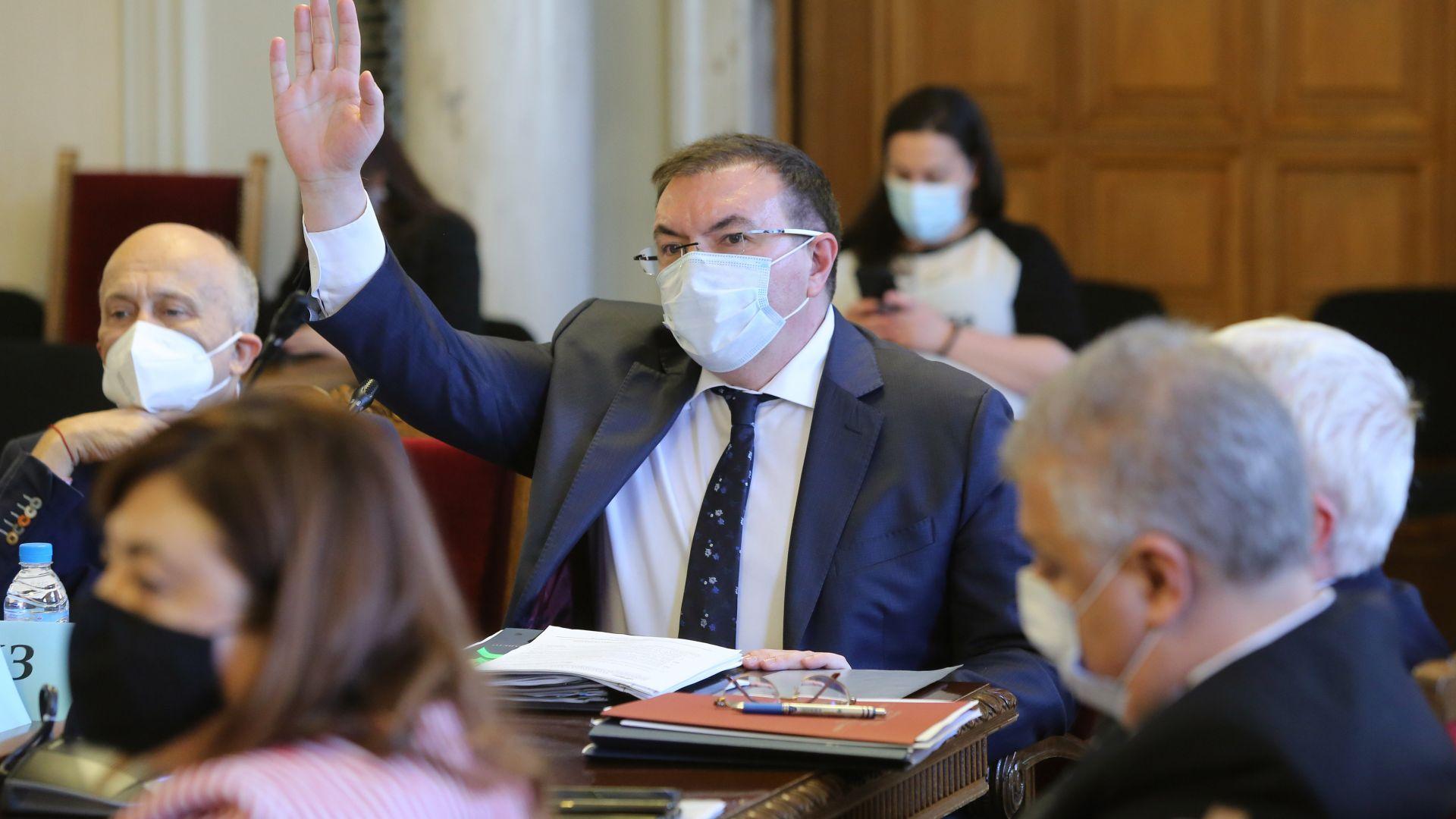 Проф. Ангелов: Ако лечебните заведения не са търговски дружества, НЗОК ще е излишна