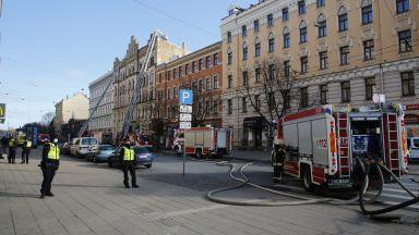 Осем жертви в огнен ад в незаконен хостел в Рига (видео)