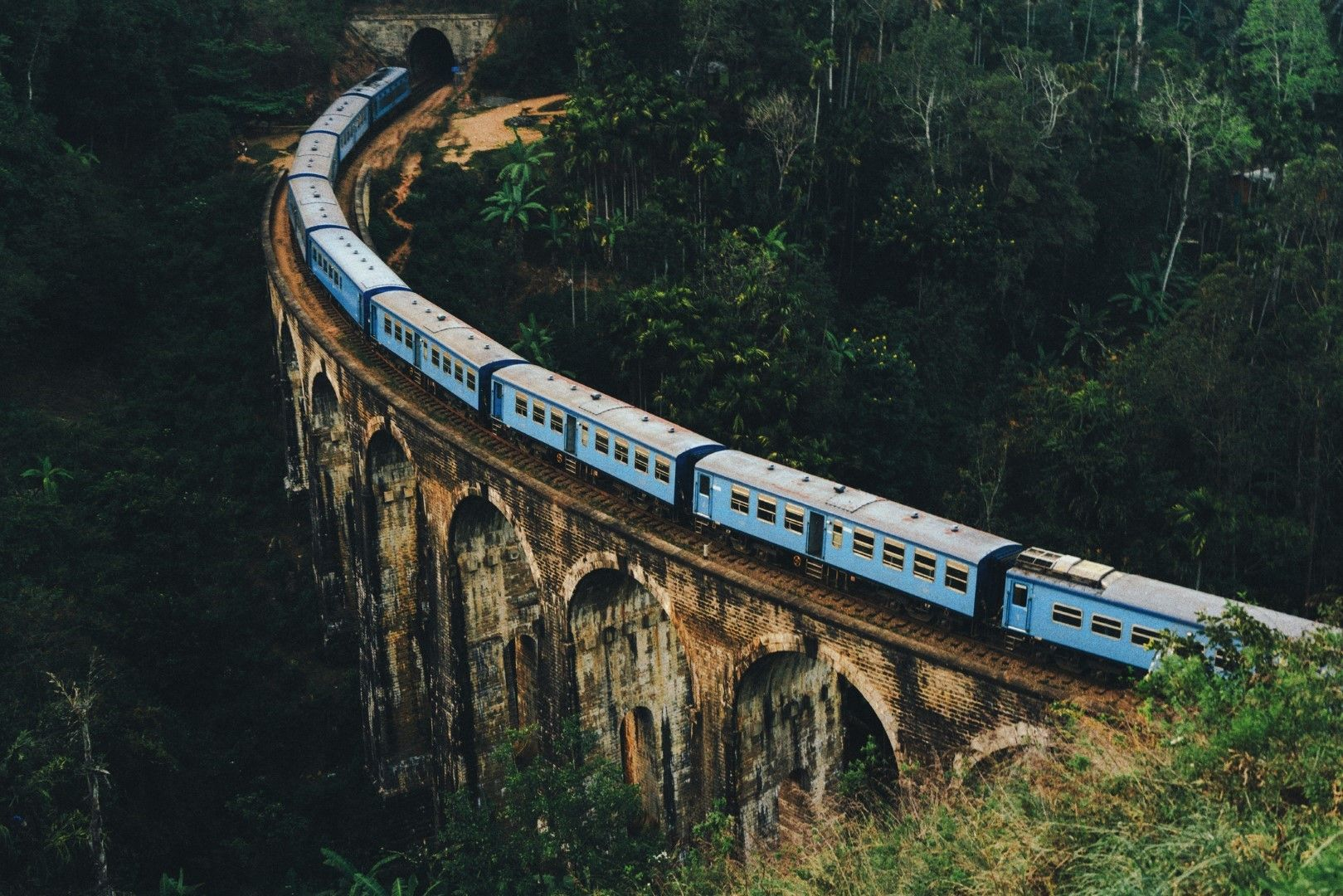 Мостът с деветте арки в Шри Ланка