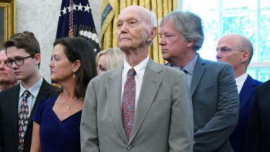 """Почина астронавтът Майкъл Колинс от първата мисия """"Аполо 11"""" до Луната"""