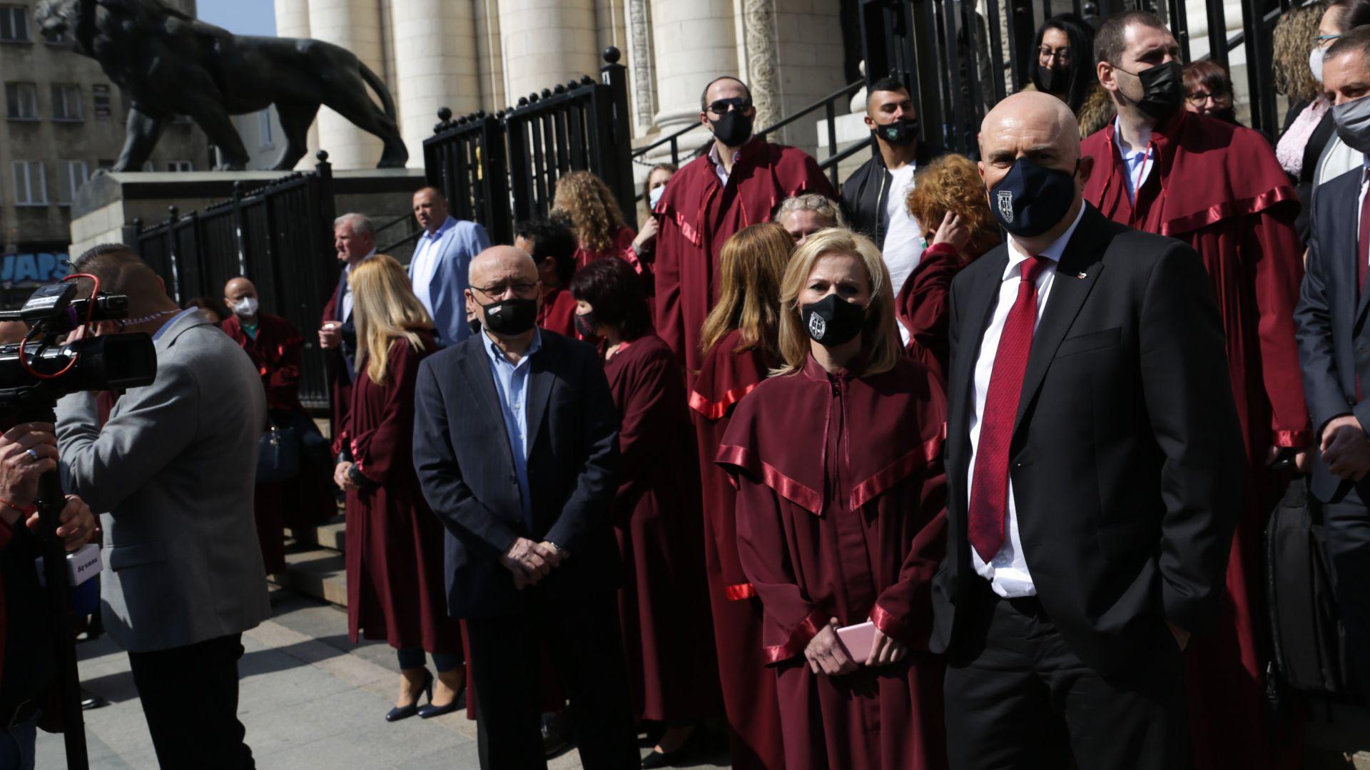Прокуратурата сезира ЕК за опита на парламента да закрие спецправосъдието
