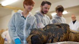 В Националния музей на Варшава беше открита първата в света мумия на бременна жена