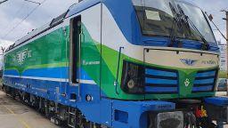 До 2 г. пътуването с влак от София до Варна ще е 4 ч., дойдоха още Смартрони (снимки)