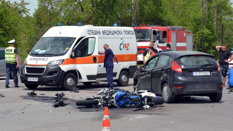 Две тежки катастрофи станаха в Хасковско. 18-годишно момиче блъсна с