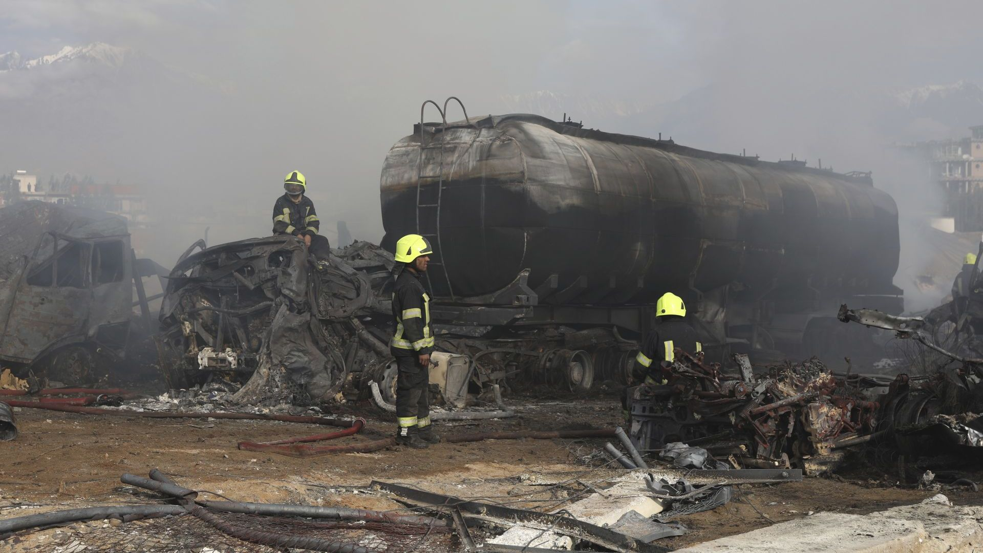 Седем души загинаха,  а 14 бяха ранени при пожар  на цистерни за гориво в Кабул