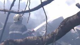 Пожар изпепели три къщи в София, жена е тежко пострадала