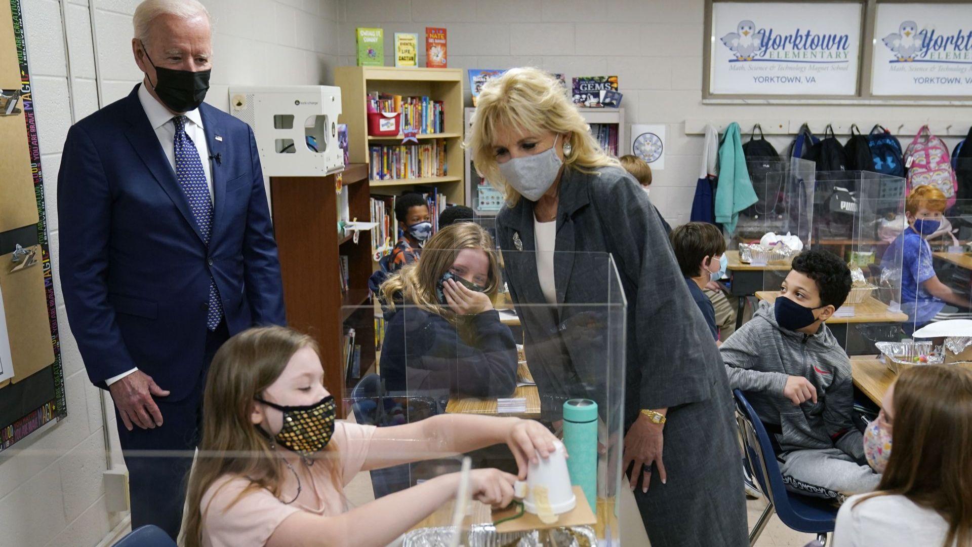 """""""Да върнем Америка в релси"""": Байдън и първата дама представят плана за 4 трлн. долара за училищата"""