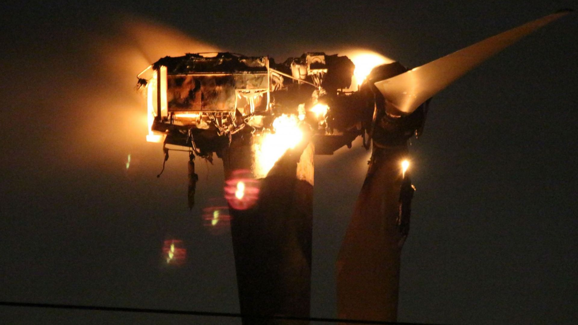 Изгоря ветрогенератор край Каварна (снимки)