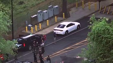 Агенти на ФБР простреляха въоръжен шофьор, опитал да нахлуе в ЦРУ (видео)