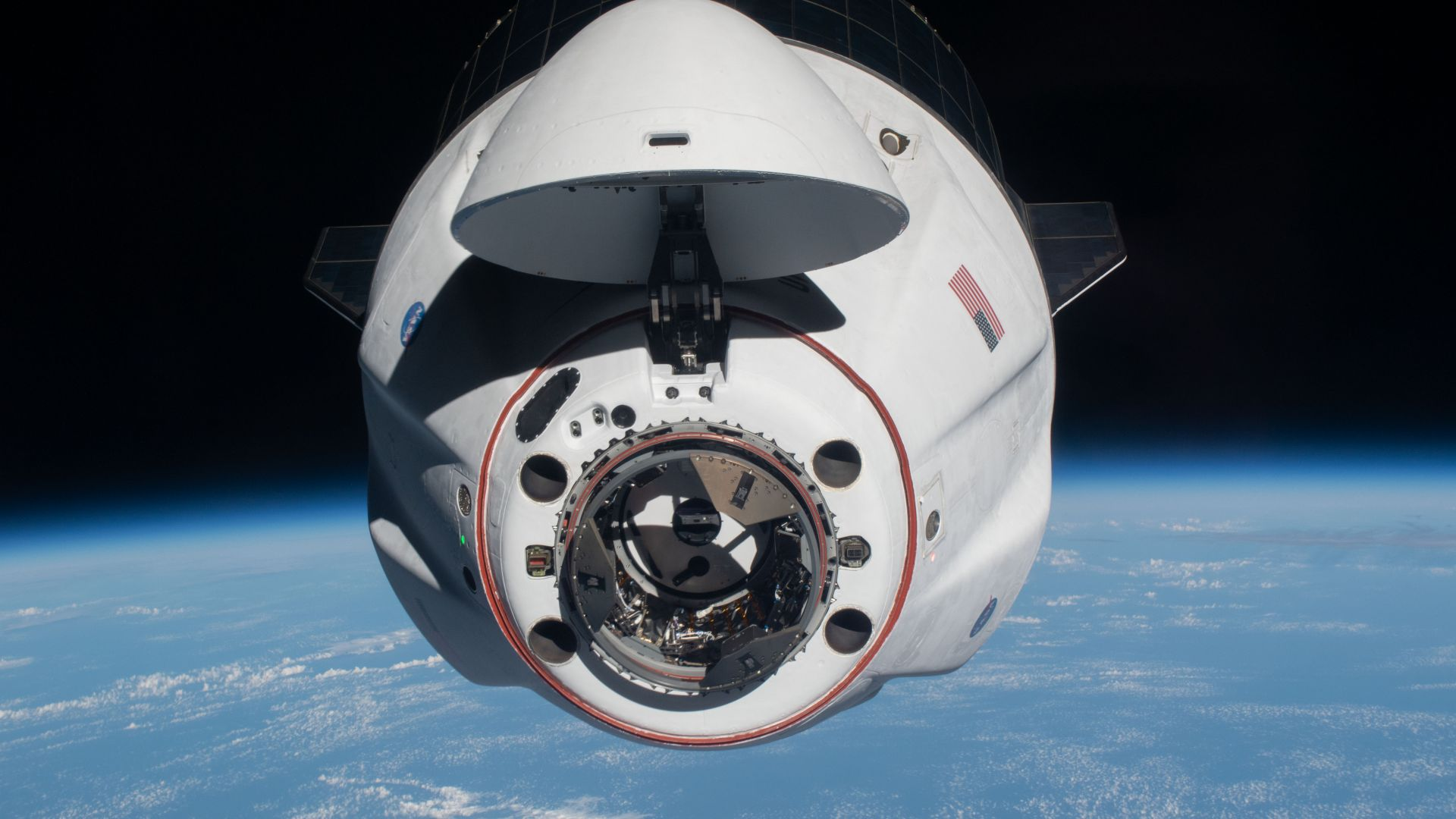 SpaceX успешно изпрати 128 светещи калмари в Космоса