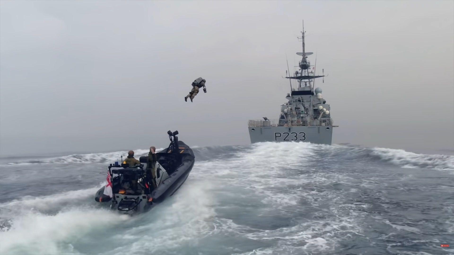 """Морските пехотинци на Лондон имат """"летящ костюм"""" (видео)"""