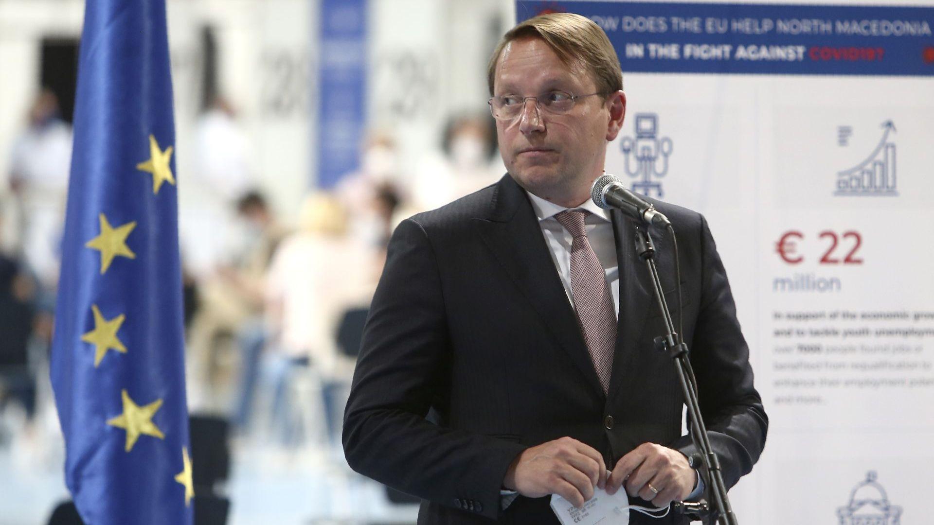 Комисарят по разширяването с условие пред Скопие - напредък в решаването на спора със София