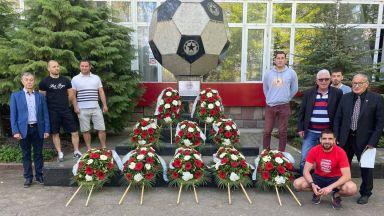 Страхотна инициатива - фенове почетоха десет покойни легенди на ЦСКА за 5 май