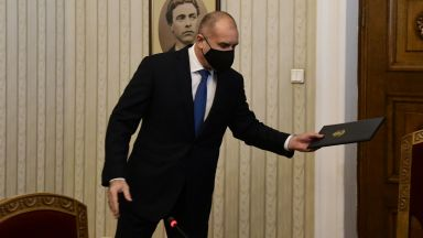 Гледайте на живо в Dir.bg: Президентът Радев представя официално служебния кабинет (видео)