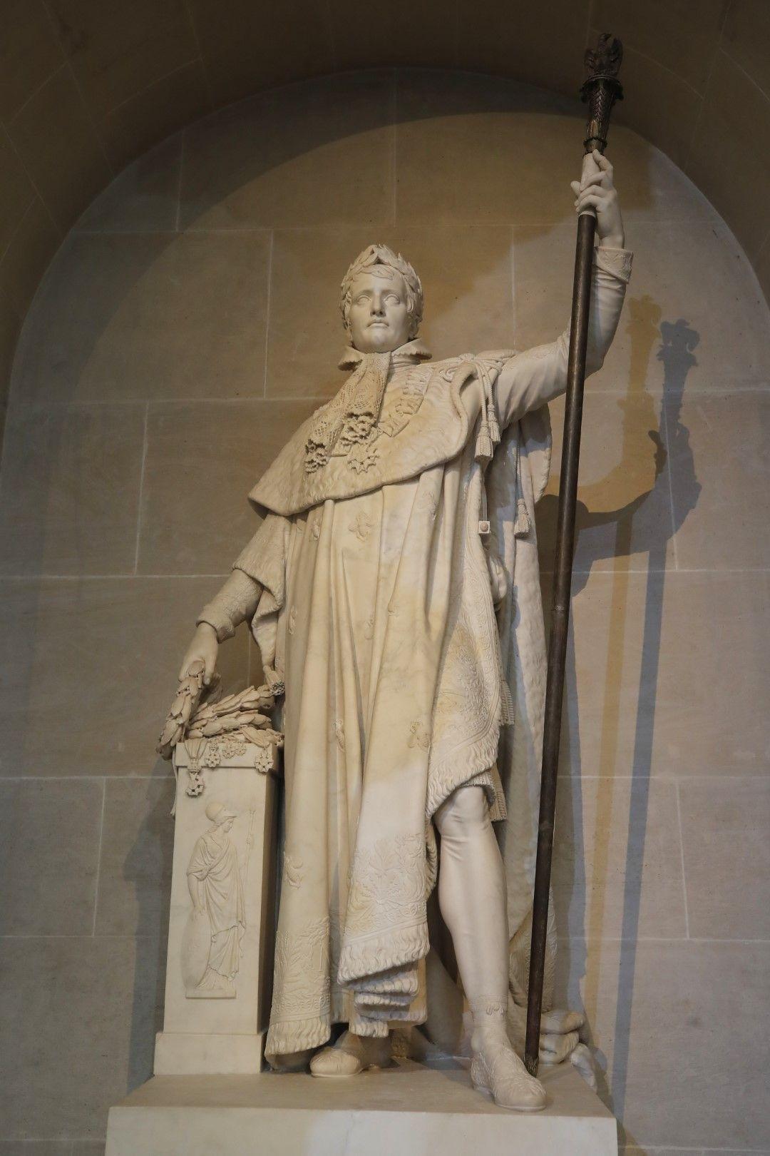 Статуята на Наполеон пред Френската академия