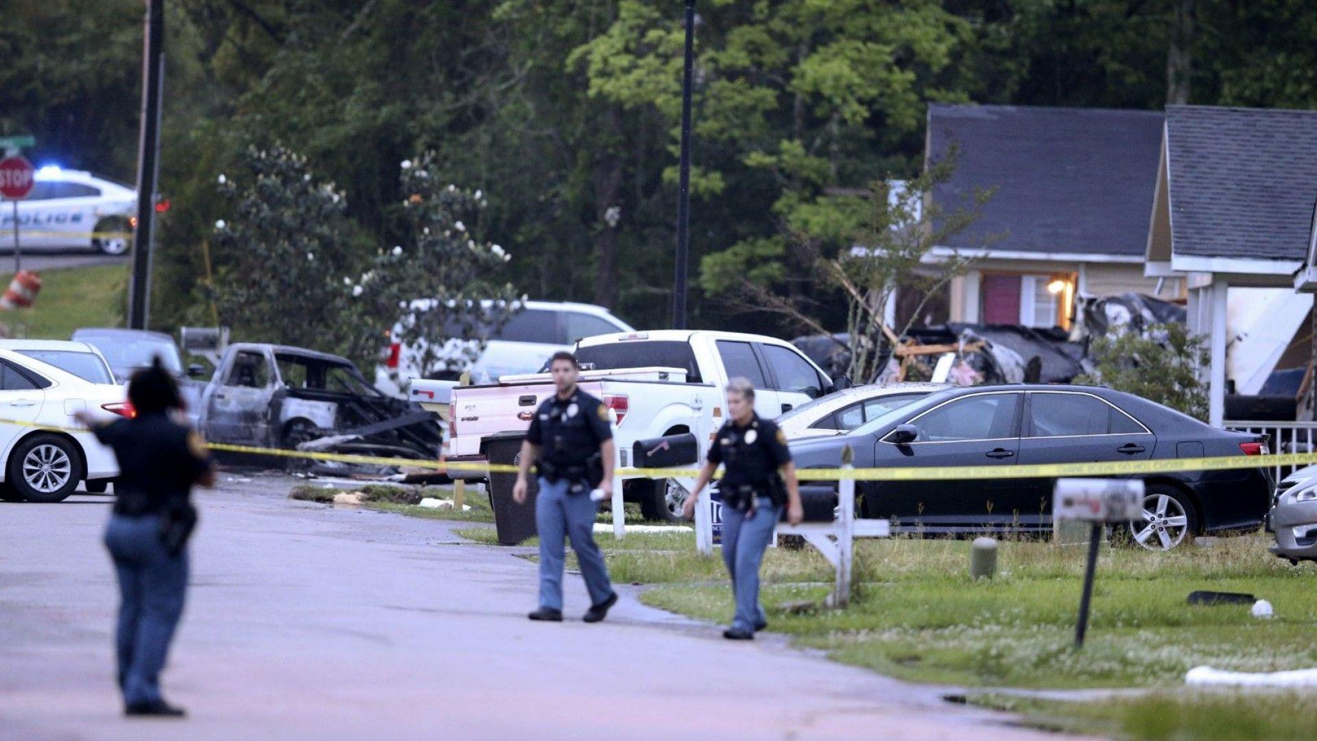 Малък самолет се разби в къща в Мисисипи, четирима загинаха, сред тях малко дете