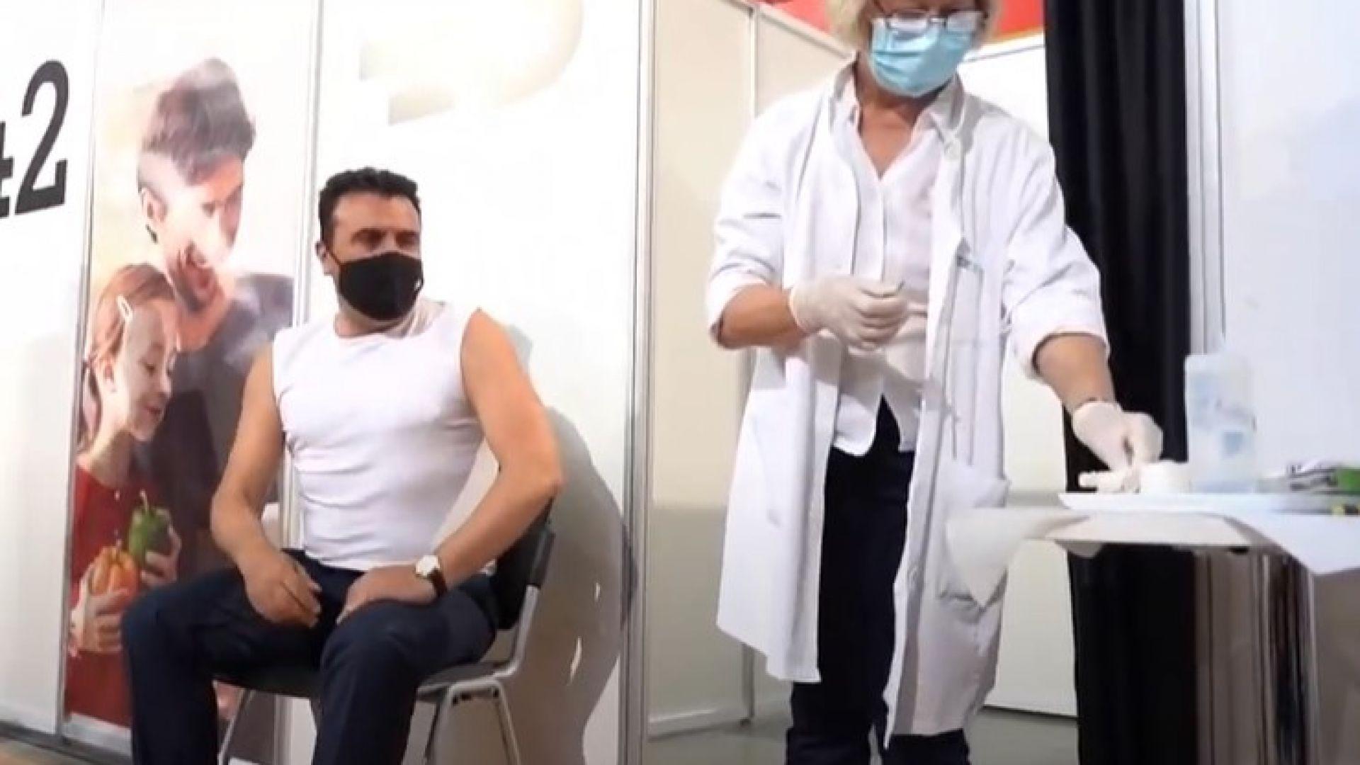 """Зоран Заев се ваксинира публично с китайската ваксина """"Синофарм"""" (видео)"""