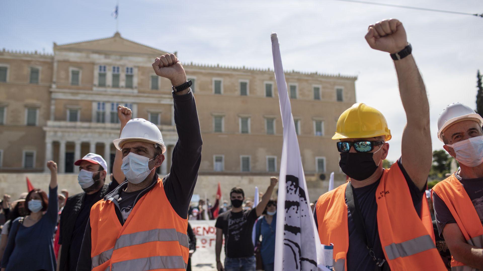 """Нова масова стачка """"Да спасим 8-часовия работен ден"""" блокира Гърция"""