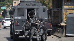Десетки жертви при престрелка между полицаи и наркодилъри в Рио де Жанейро
