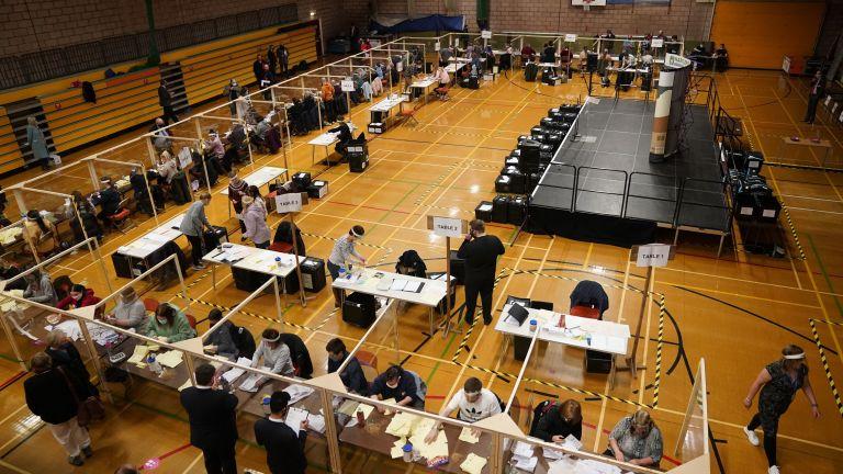 Изборните секции в Обединеното кралство затвориха врати, както беше предвидено