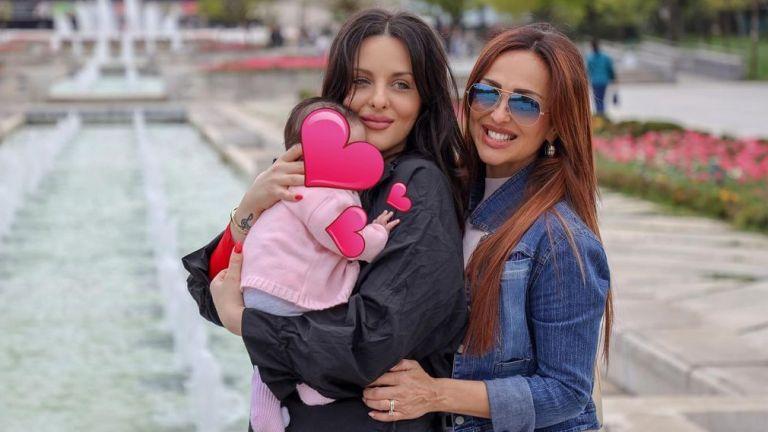 Глория посрещна имения си ден със своята внучка