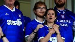Музикантът Ед Шийрън стана спонсор на футболен клуб
