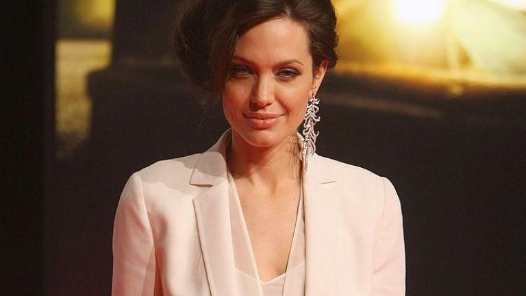 Мадона, Анджелина Джоли, Дженифър Анистън и още секси дами в костюми